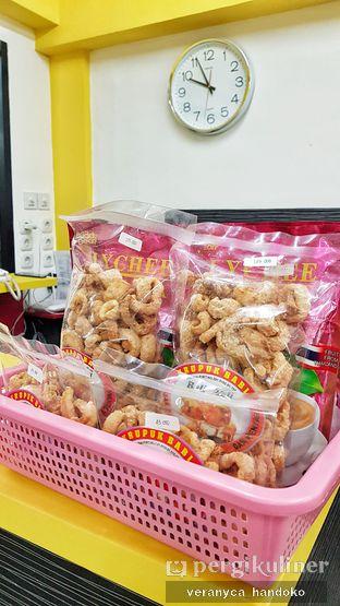 Foto 1 - Makanan(Kerupuk Kulit) di Depot Gimbo Babi Asap oleh Veranyca Handoko