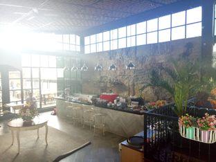 Foto 6 - Interior di ROOFPARK Cafe & Restaurant oleh Namira