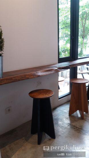 Foto 4 - Interior di Crematology Coffee Roasters oleh Selfi Tan