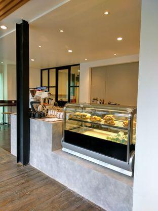 Foto 6 - Interior di Simetri Coffee Roasters oleh Ika Nurhayati