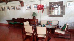 Foto 3 - Interior(Vintage Furniture) di Tizi's Cakeshop & Resto oleh Rinni Kania