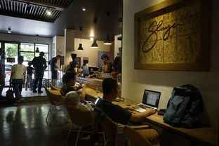 Foto 8 - Interior di The CoffeeCompanion oleh yudistira ishak abrar