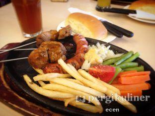 Foto - Makanan(Mixed Grill) di Bon Ami Restaurant & Bakery oleh @Ecen28