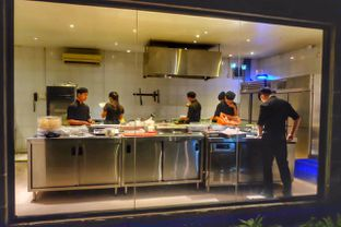 Foto 6 - Interior(Open kitchen) di Platinum Grill oleh Oryza Sativa