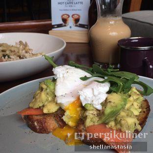 Foto 7 - Makanan(Avocado on Toast with Smoked Salmon) di RUCI's Joint oleh Shella Anastasia