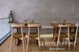 Foto 8 - Interior di Monkey Tail Coffee oleh Darsehsri Handayani