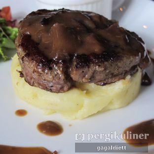 Foto 5 - Makanan di Keukenhof Bistro oleh GAGALDIETT
