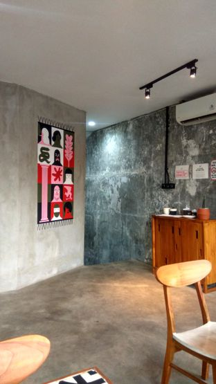 Foto 4 - Interior di Coffee Smith oleh Renodaneswara @caesarinodswr