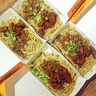 Foto 2 - Makanan(Mie Campur) di Bakmie Aloi oleh duocicip