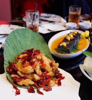 Foto 4 - Makanan(Goreng Ikan Fillet ala Hunan) di Royal 8 Chinese Restaurant - Hotel JHL Solitaire oleh Melisa Cubbie