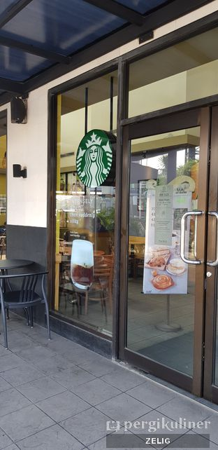 Foto 4 - Interior di Starbucks Coffee oleh @teddyzelig