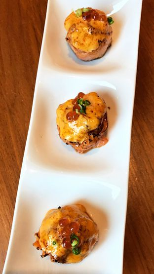 Foto 1 - Makanan(Spicy Salmon Hana Roll) di Sushi Masa oleh Riris Hilda