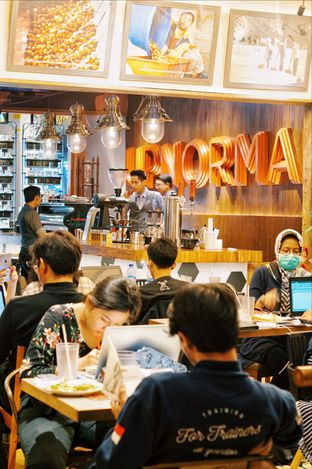 Foto 3 - Interior di Upnormal Coffee Roasters oleh @kulineran_aja