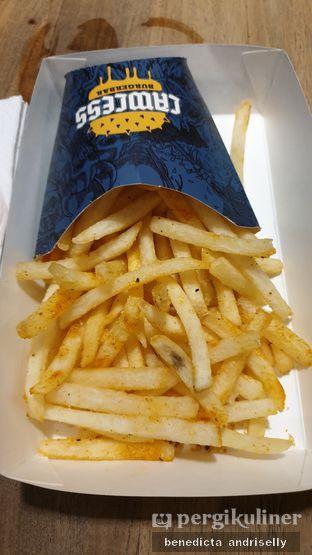 Foto 2 - Makanan di Lawless Burgerbar oleh ig: @andriselly