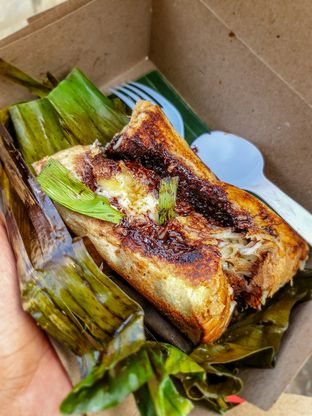 Foto 1 - Makanan(RB Selimut Hijau Belgia Sapi Bahagia) di Dapoer Roti Bakar oleh Adhy Musaad