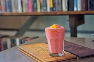 Foto 4 - Makanan(Strawberry Freezing Frozio) di Herb & Spice oleh Fadhlur Rohman