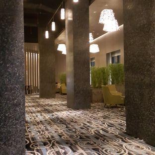 Foto 2 - Interior di Plumeria Lounge - Hotel Grand Mercure Kemayoran oleh IG: FOODIOZ