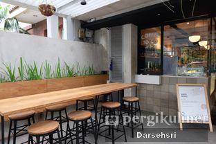 Foto 9 - Interior di Doma Dona Coffee oleh Darsehsri Handayani
