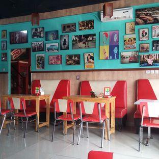 Foto 11 - Interior di Mix Diner & Florist oleh Andin   @meandfood_