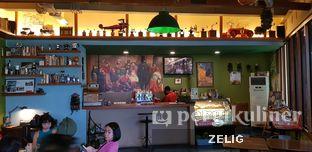 Foto 1 - Interior di Blumchen Coffee oleh @teddyzelig