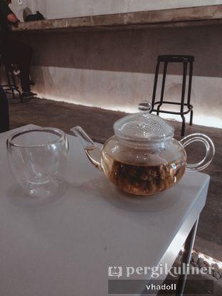 Foto 1 - Makanan(Artisan Tea - Chamomile ) di te.ti.ba coffeebar oleh Syifa