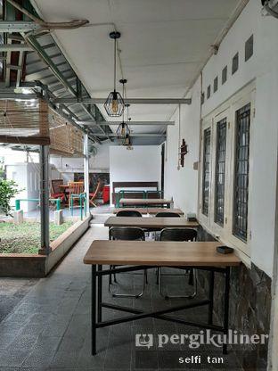 Foto 4 - Interior di Kaiju Coffee oleh Selfi Tan