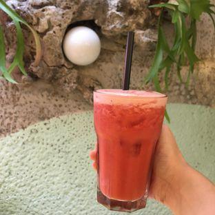 Foto 1 - Makanan(strawberry yakult boosters) di Wake Cup Coffee oleh Jeljel