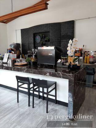 Foto 2 - Interior di Saturday Coffee 2.0 oleh Selfi Tan