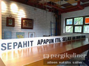 Foto 3 - Interior di Giyanti Coffee Roastery oleh @NonikJajan