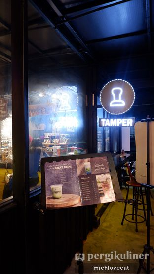 Foto 5 - Interior di Tamper Coffee oleh Mich Love Eat