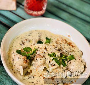 Foto 4 - Makanan(creamy chicken truffle dumpling) di The Garden oleh Sienna Paramitha