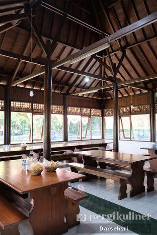 Foto 5 - Interior di Warung Sate Shinta oleh Darsehsri Handayani