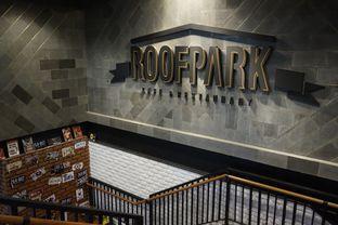 Foto 18 - Interior di ROOFPARK Cafe & Restaurant oleh yudistira ishak abrar