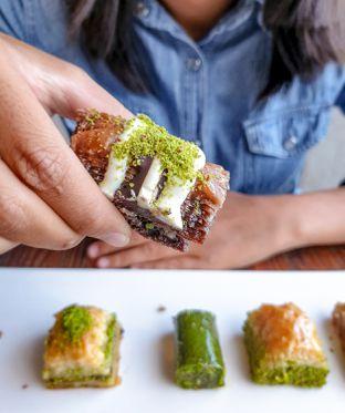 Foto 2 - Makanan(Mix Baklava) di Mardin Baklava Patisserie oleh Adhy Musaad