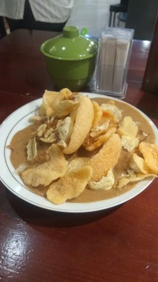 Foto 4 - Makanan(Gado Gado Lontong (IDR 30k) ) di Gado - Gado Cemara oleh Renodaneswara @caesarinodswr