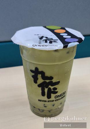 Foto 1 - Makanan(Matcha Latte with Black Sesame Bubble medium ) di Onezo oleh Velvel