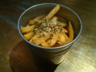 Foto 3 - Makanan(Truffle fries ( 35k), ) di Coffee Smith oleh Renodaneswara @caesarinodswr