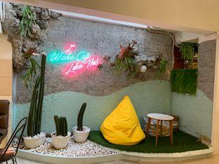 Foto 7 - Interior di Wake Cup Coffee oleh shasha