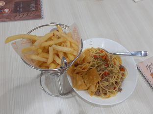 Foto 2 - Makanan(Spagheti n french fries) di Coffee Chel oleh Threesiana Dheriyani