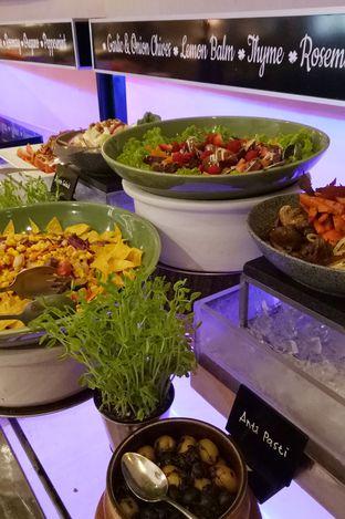 Foto 8 - Makanan(salad bar) di Sailendra - Hotel JW Marriott oleh maysfood journal.blogspot.com Maygreen