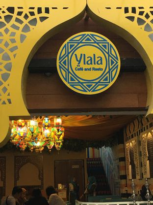 Foto 14 - Interior di Ylala Cafe & Resto oleh Mariane  Felicia