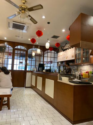 Foto 8 - Interior di Hang Tuah Kopi & Toastery oleh Jeljel