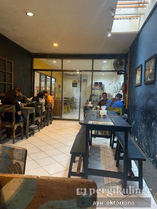 Foto 2 - Interior di Warung Kopi Imah Babaturan oleh a bogus foodie