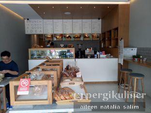 Foto 6 - Interior(Lantai 1) di Origin Bakery oleh @NonikJajan