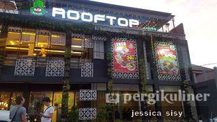 Foto 5 - Eksterior di De Cafe Rooftop Garden oleh Jessica Sisy