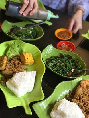 Foto 9 - Makanan di Ayam Kremes Kraton oleh Makan2 TV Food & Travel