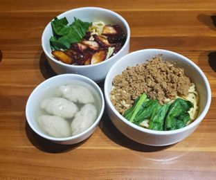 Foto 2 - Makanan di Ncek Legenda Noodle Bar oleh BiBu Channel