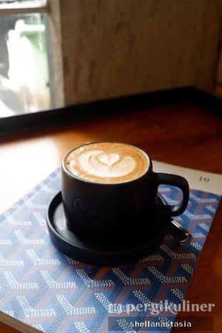 Foto 2 - Makanan(Hot Latte) di Manhattan Coffee oleh Shella Anastasia