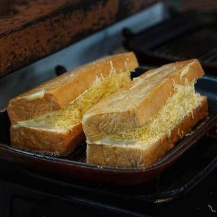 Foto 1 - Makanan di Bolu Bakar Tunggal oleh Dony Jevindo @TheFoodSnap