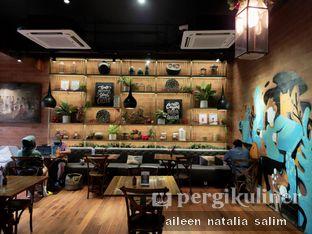 Foto 2 - Interior di Six Ounces Coffee oleh @NonikJajan